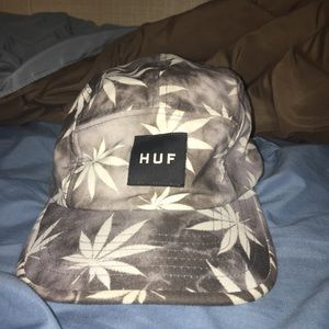 HUF FIVE PANEL HAT